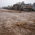 増水した鴨川 2013年