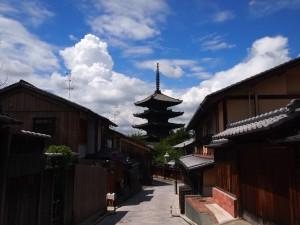 八坂の塔と積雲