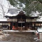 県神社の雪景色