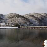 雪の嵐山と渡月橋