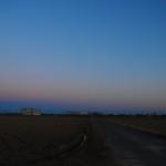 東の空の夕焼けと地球の影