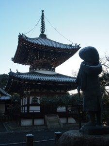 本法寺 雪の多宝塔と長谷川等伯の像