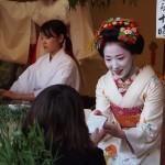 恵美須神社 舞妓さんによる福餅授与