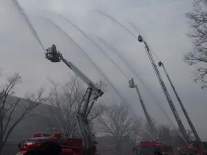 京都市消防出初式 一斉放水