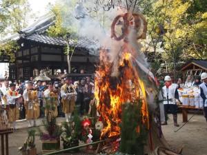 新熊野神社 左義長神事