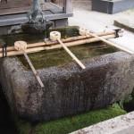 藤森神社 十三重石塔の水鉢