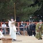 上賀茂神社 武射神事 矢を射る神職