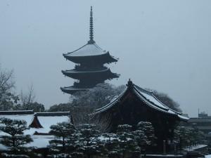 東寺の雪景色