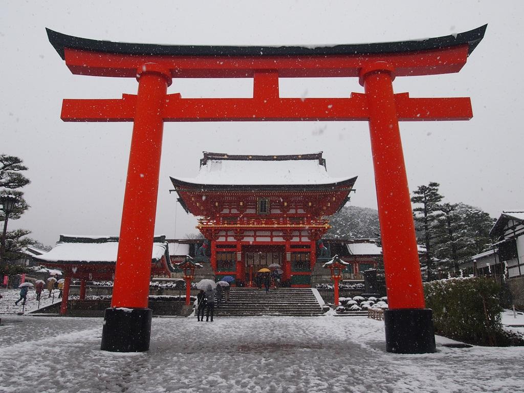 伏見稲荷大社の雪景色   京都旅屋 ~気象予報士の観光ガイド・京都散策~