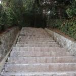嵯峨天皇陵 参道は険しい階段