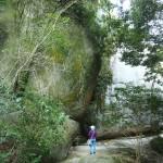 笠置寺 巨岩がそびえる