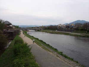 御池大橋からの鴨川 4月20日