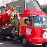 稲荷祭 トラックで運ばれる神輿
