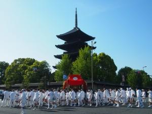 稲荷祭 東寺と神輿