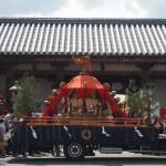 東寺 慶賀門前の神輿