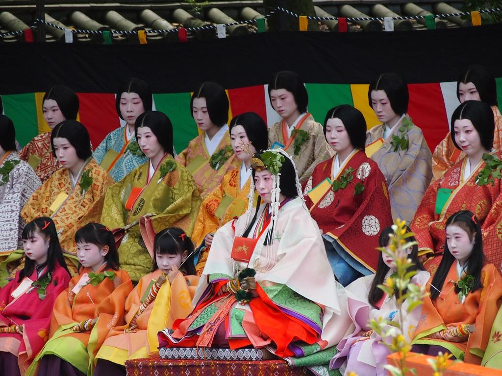 神事にのぞむ斎王代と女人 この神事は、その年の葵祭のヒロインである斎王代が十二単の衣装で初めて登