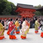 参拝に向かう女人列