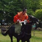 競馬会神事 疾走する馬