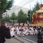 神泉苑で儀式を行う