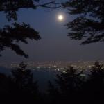 愛宕山からの満月
