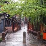 雨の祇園白川 巽橋
