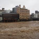 増水した鴨川 8月