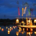 大沢池に浮かぶ灯籠
