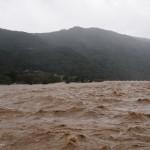 激しく増水した桂川