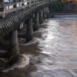増水した鴨川と三条大橋