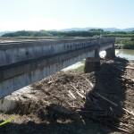 下鳥羽 橋の跡がダム化したよう