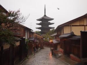 風雨と八坂の塔