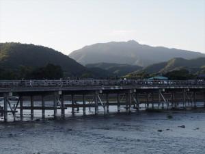 夕暮れせまる渡月橋