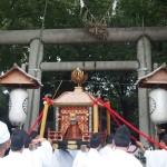 野々宮神社に入る鳳輦