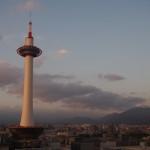 京都タワーと夕暮れ