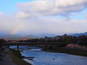 御池大橋からの鴨川と虹