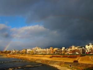 鴨川に架かる虹