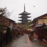 風雨の八坂の塔