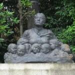 知恩院門前の師弟愛の像
