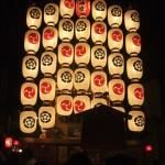 八幡山の駒形提灯