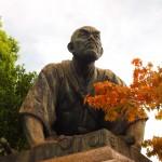 高山彦九郎の像