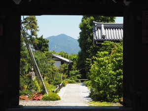 天寧寺の額縁門