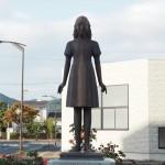 綾部駅前のアンネの像