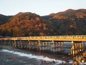 嵐山と渡月橋 11月